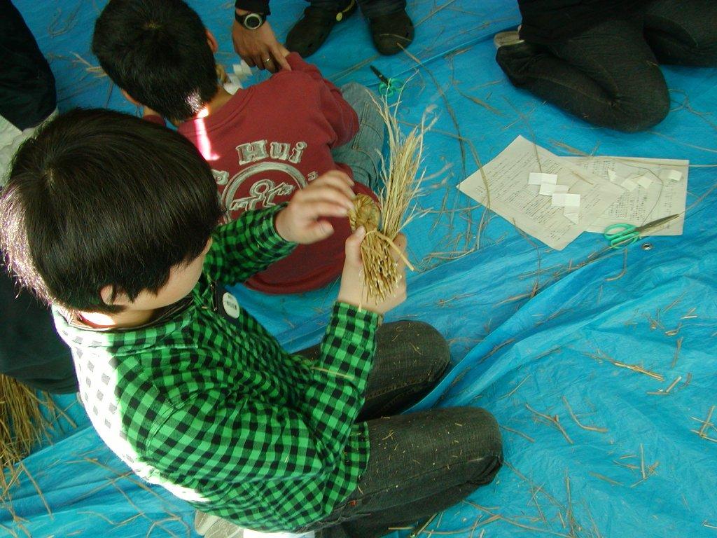 http://www.tahara.ed.jp/noda-e/blog/231215simenawadukuri114.jpg